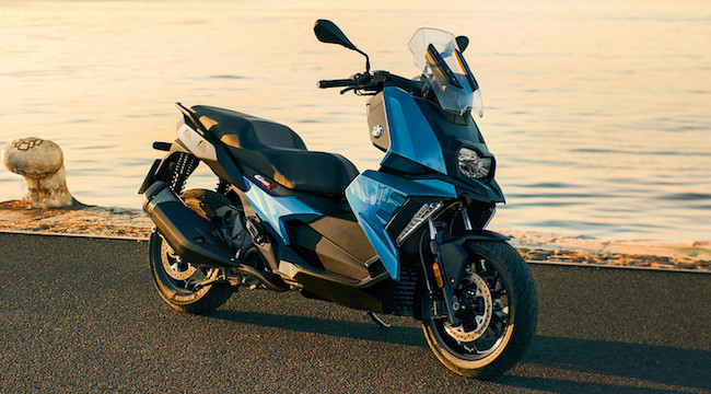 Watch the video review of the BMW C 400 X