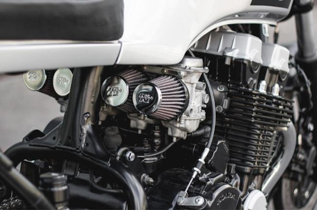 Carbureted motorcycle engine