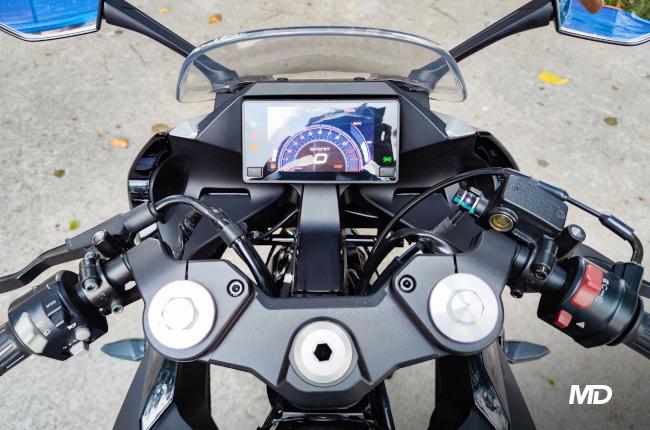 CFMoto 300SR Cockpit