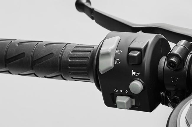 CFMoto 300SR Controls