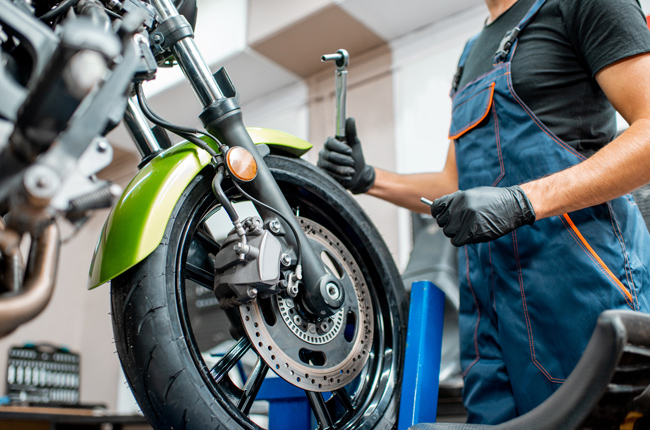 changing motorcycle tire