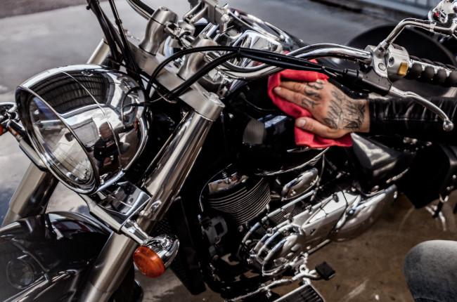 Harley Davidson Tank Waxing