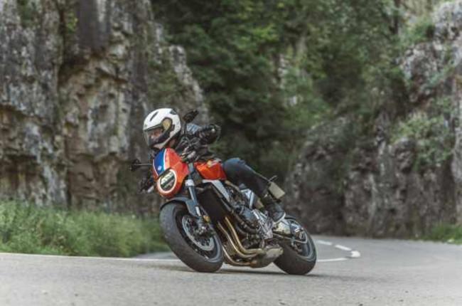 Honda CB100R 5Four riding