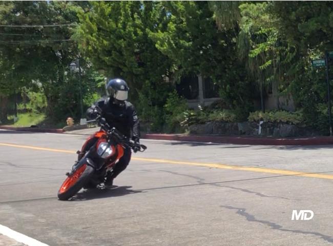 KTM Duke 390 u-turn