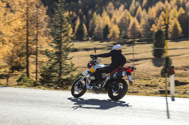 Moto Guzzi V85 Rolling shot