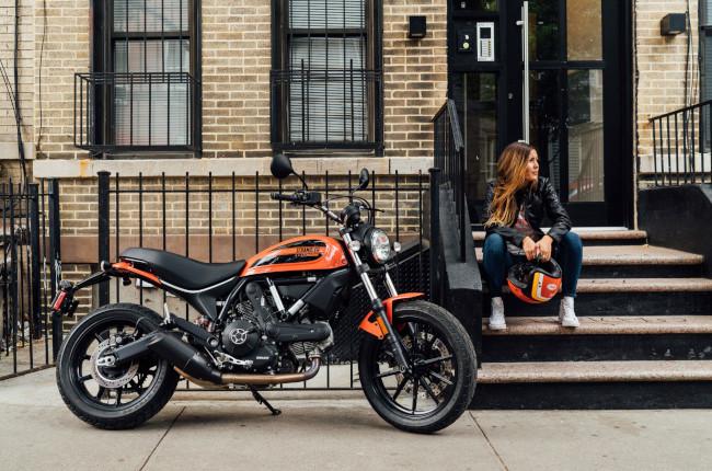 Scrambler Ducati Sixty2 Side