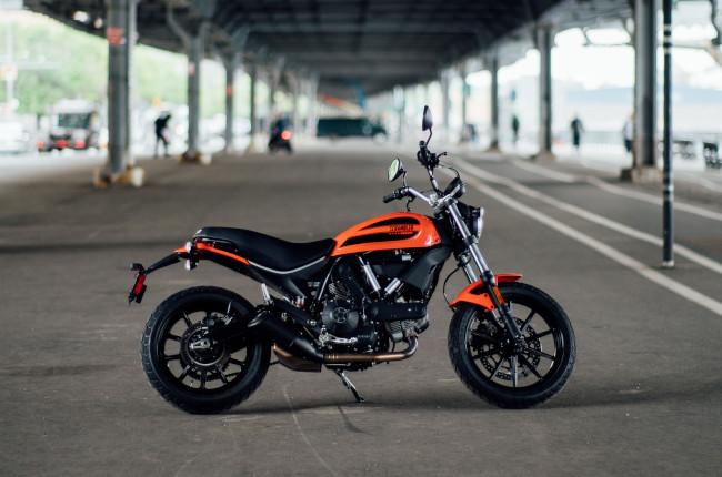 Scrambler Ducati Sixty2 Side profile