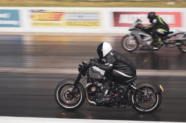 Triumph Bonneville Bobber Drag Racing