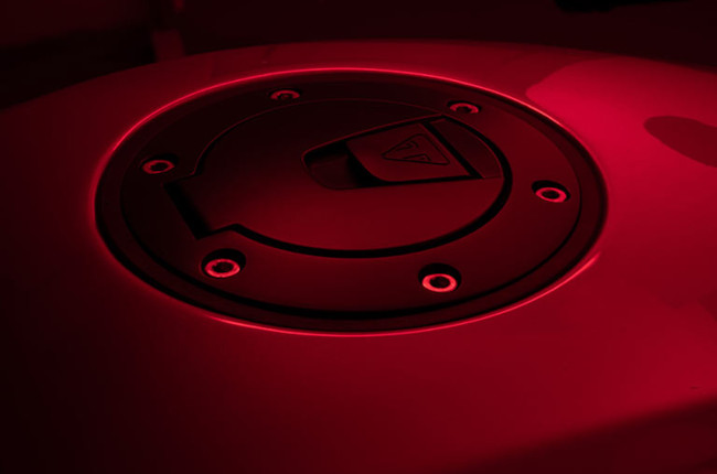 Triumph Speed Triple 1200 RR teaser tank section and gas cap