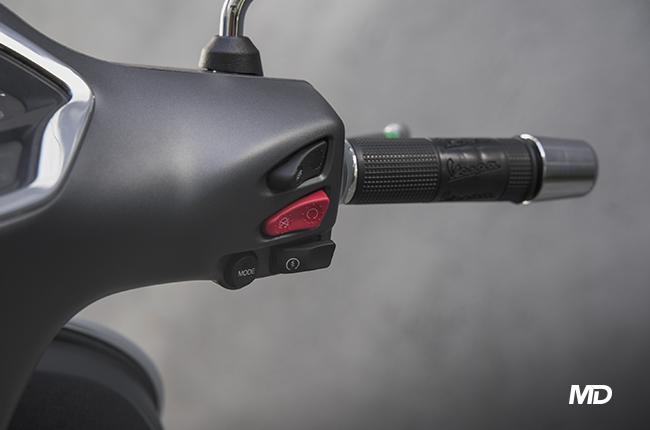 Vespa GTS 300 Super Sport Right Hand Controls