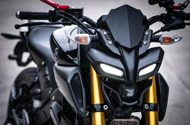 Yamaha MT-15 headlight