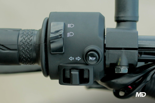 Yamaha XSR155 Philippines Light controls and horn