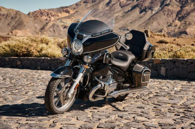 BMW unveils touring-ready R 18 Transcontinental