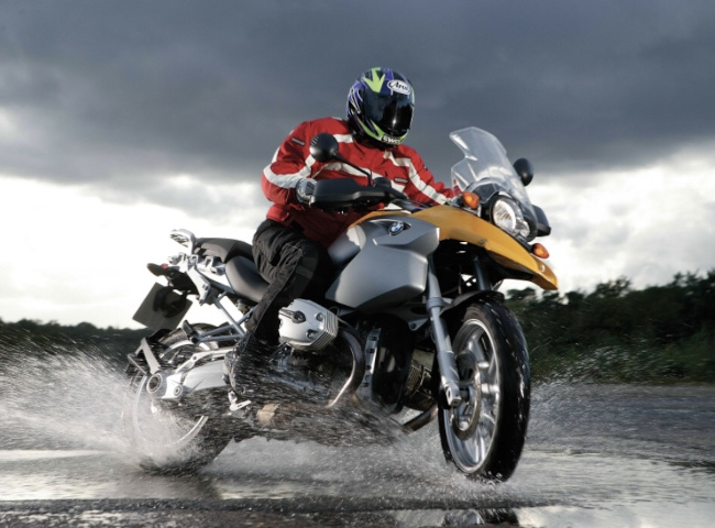 Should you wash your motorcycle after riding in the rain?