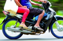 Can I wear slippers while riding a motorcycle?