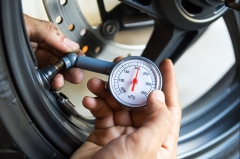 Determine your motorcycle's tire pressure