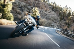 How to navigate blind turns on a motorcycle