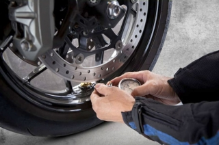 How to check your motorcycle's tire pressure